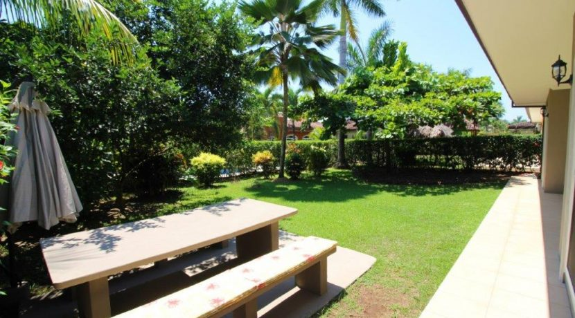 Beach-House-Costa-Rica-backyard-picnic