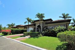 Beach-House-Costa-Rica-curb-appeal
