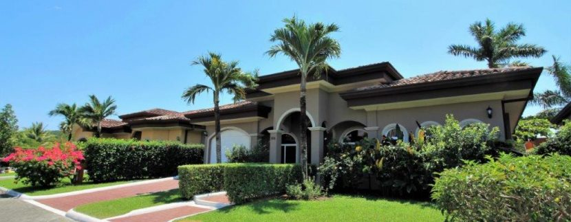 Beach-House-Costa-Rica-curb-appeal