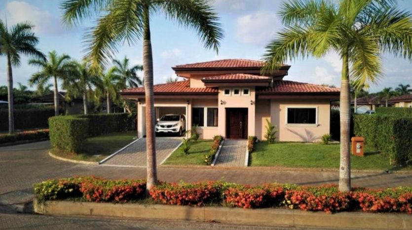 Beach House Walking Distance To The Beach In A Gated Community With Many Ammenities