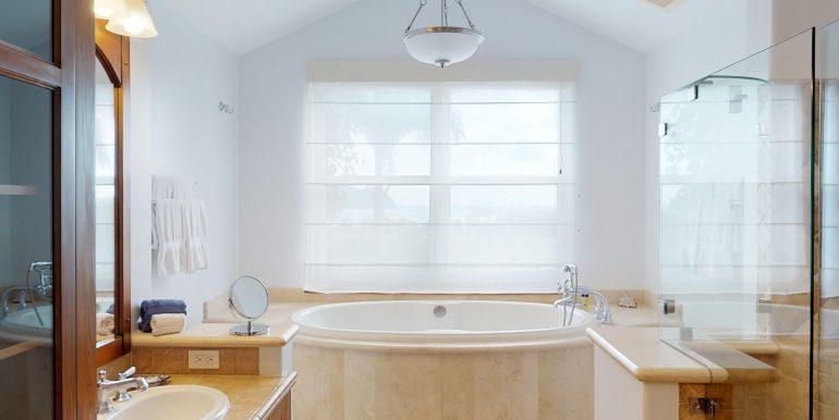 Villa-Tranquila-Master-Bathroom-2